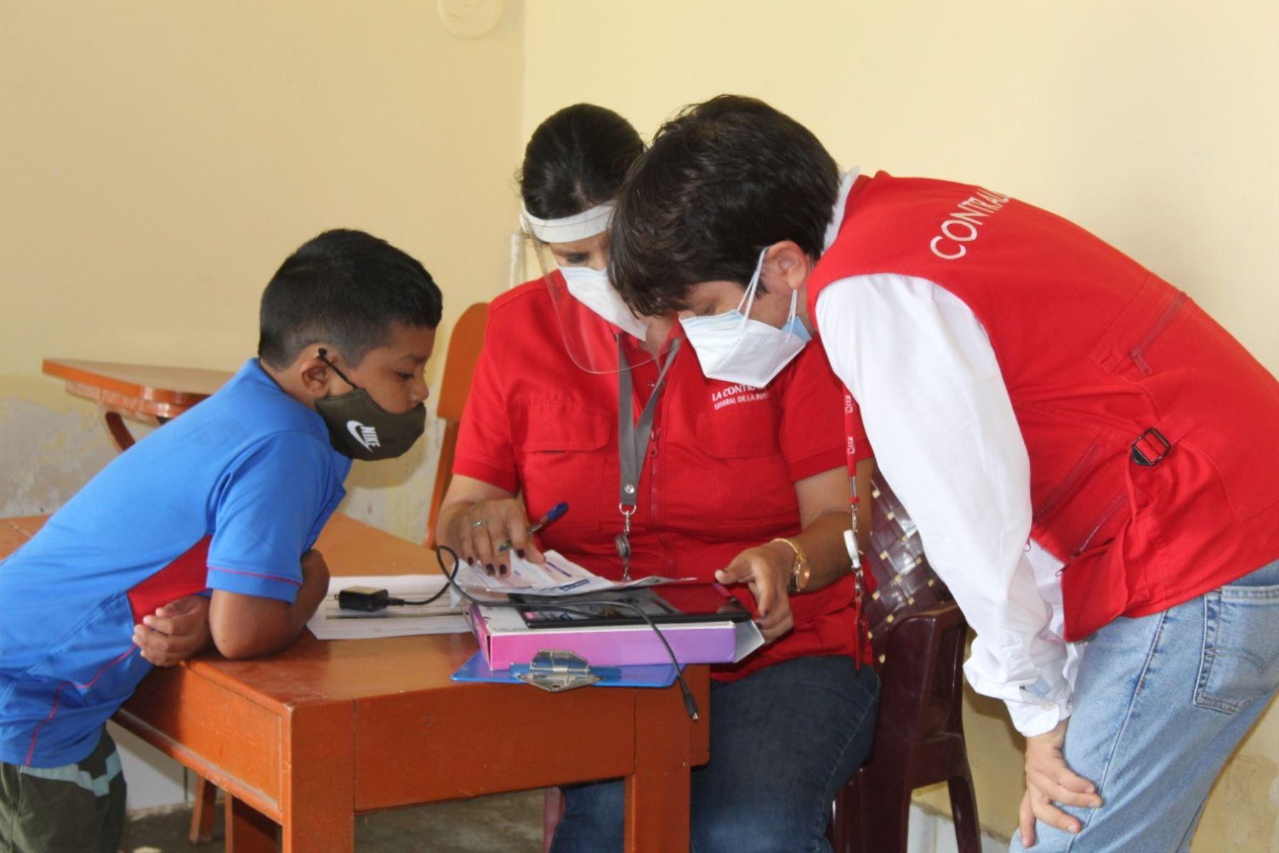 Lambayeque: Contraloría verifica entrega de tablets a escolares y profesores