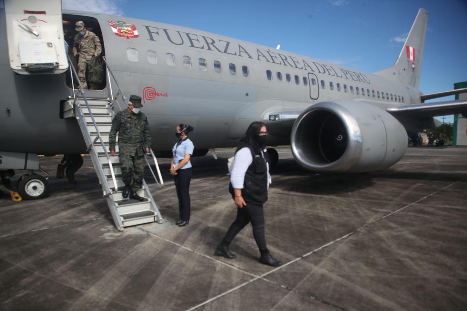 La ministra de Defensa, Nuria Eparch, llega a Iquitos para supervisar la vacunación contra la covid-19, en el destacamento naval El Estrecho. Brigada de médicos de la Marina de Guerra ya está lista para la jornada de inmunización. Foto: MINDEF