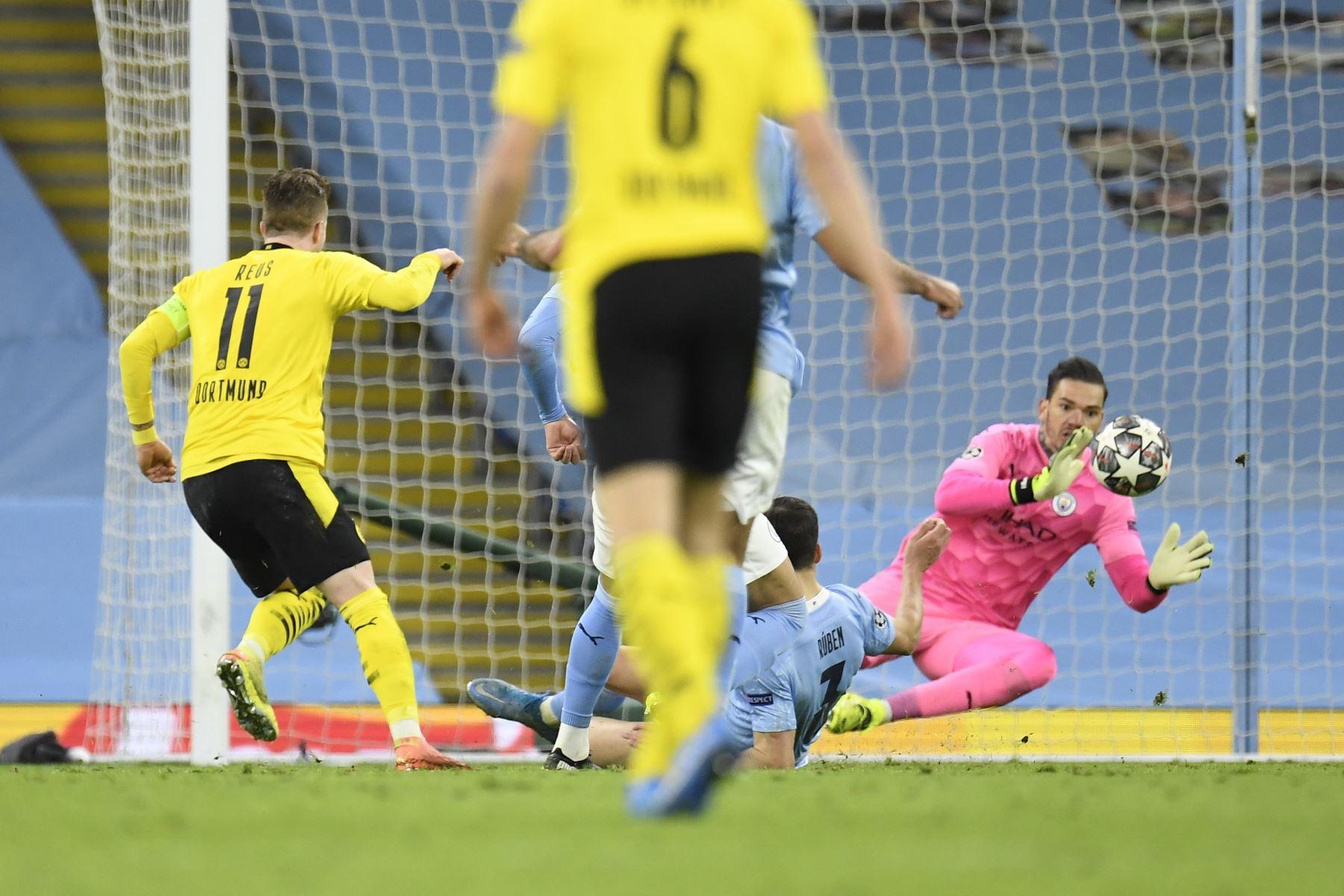 Marco Reus de Dortmund anota el empate 1-1 durante los cuartos de final de la Liga de Campeones de la UEFA. Foto: AFP