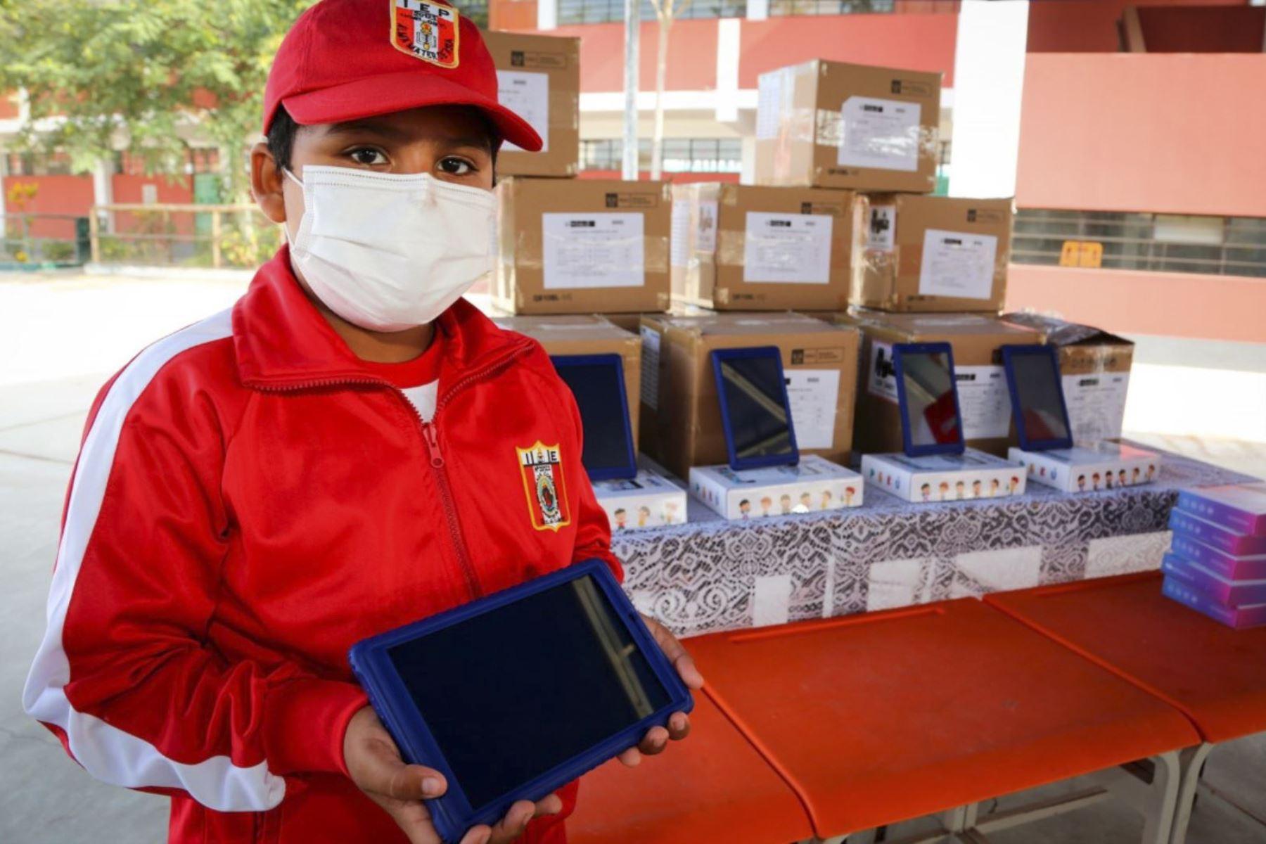 Región Lima recibe mas de 15 mil tabletas para estudiantes y docentes de 9 pr