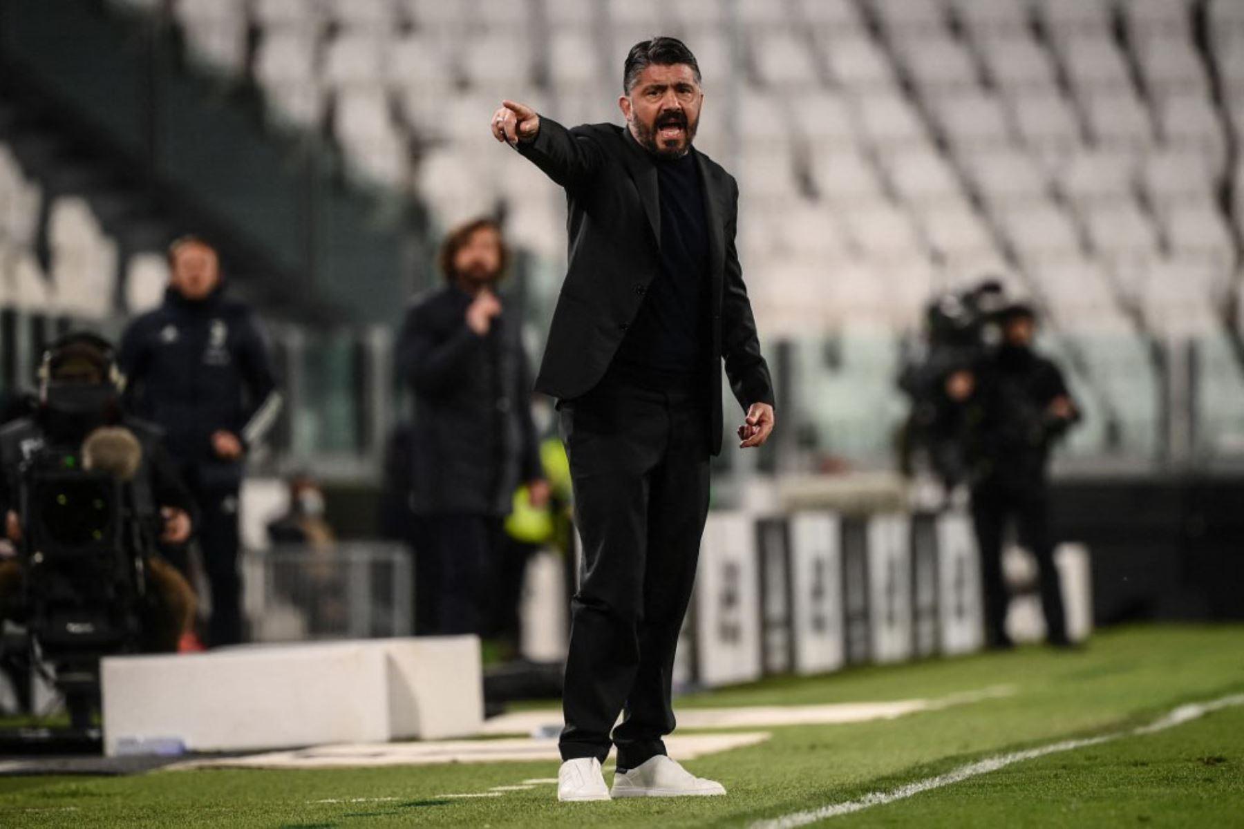 El entrenador italiano del Napoli Gennaro Gattuso da instrucciones durante el partido de fútbol de la Serie A italiana Juventus vs Napoli.  Foto:AFP