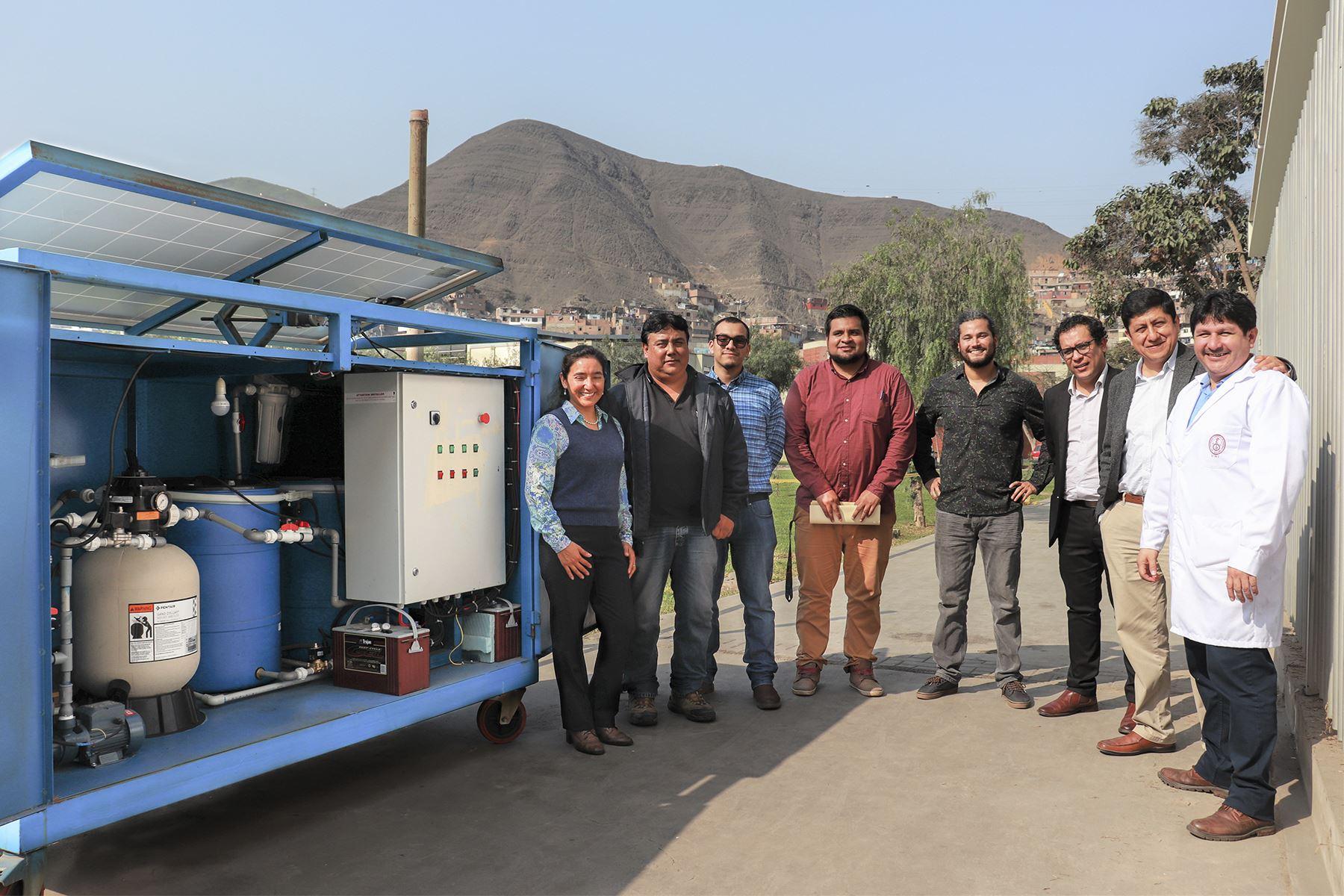 Patente de sistema portátil de recuperación de agua de la atmósfera para producir y dispensar agua potable. Foto. UNI