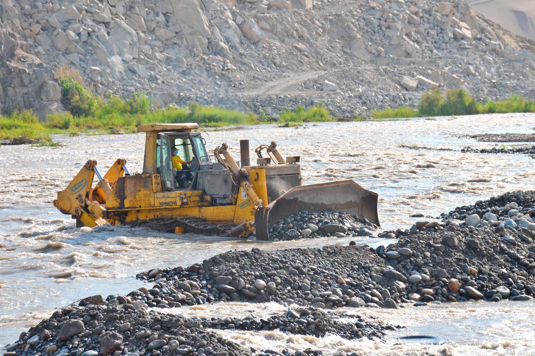 Región Lima: ejecutan trabajos de mitigación ante posibles desbordes del río Huaura