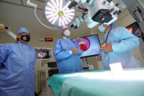 Presidente Sagasti supervisa renovación de ambientes de Hospital Dos de Mayo