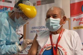Los adultos mayores serán los primeros en ser vacunados bajo el nuevo esquema de vacunación territorial que comienza el viernes 16 de abril. Foto: ANDINA/Difusión