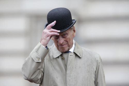 El príncipe Felipe, esposo de la reina Isabel II, muere a los 99 años