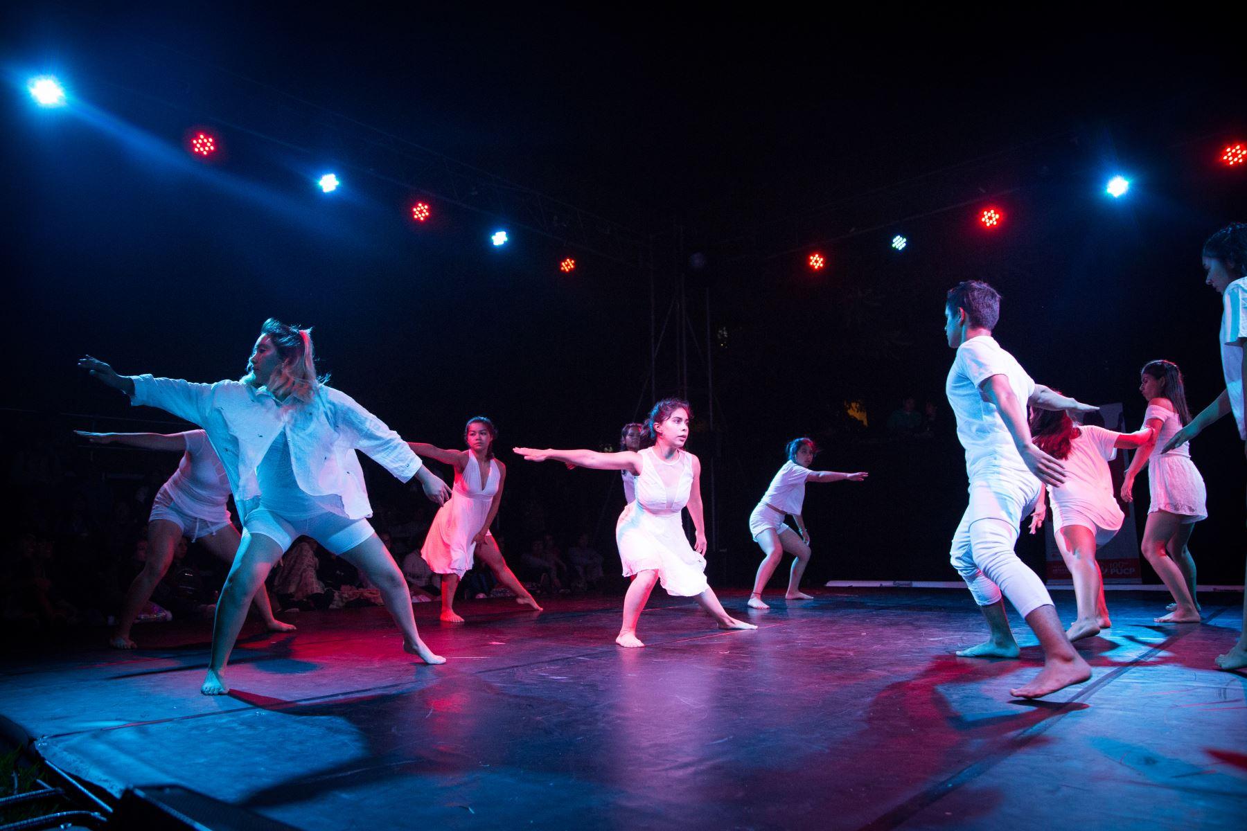Comunidad de danza contemporánea se reúne virtualmente en la Semana de la Danza 2021.