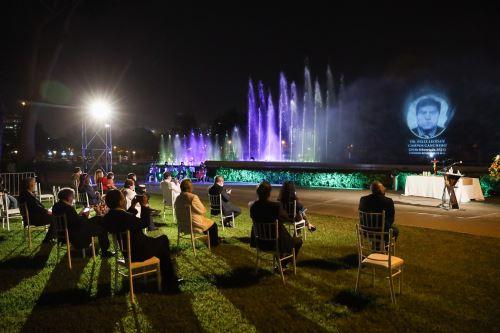 MML rinde homenaje a médicos fallecidos por la pandemia en el Circuito Mágico del Agua