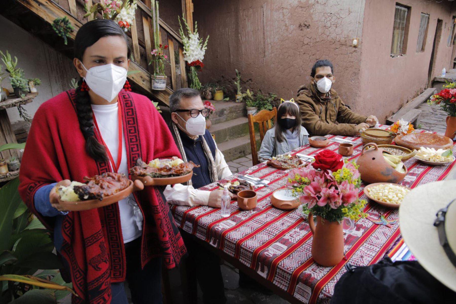 Desde Cusco, la candidata presidencial Verónika Mendoza hizo un llamado a votar a los peruanos y cumplir con protocolo de bioseguridad.