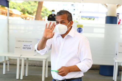 Elecciones 2021: el candidato presidencial del Partido Nacionalista,  Ollanta Humala, emite su voto