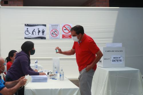 Elecciones 2021: Yonhy Lescano, candidato presidencial por Acción Popular emite su voto