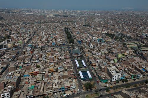 Ministra de Defensa sobrevuela  la ciudad de Lima para supervisar el normal desarrollo de las Elecciones Generales 2021