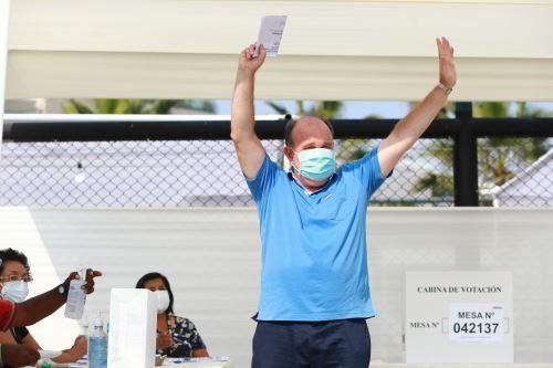 Elecciones 2021: Rafael López Aliaga, candidato presidencial por Renovación Popular  emite su voto