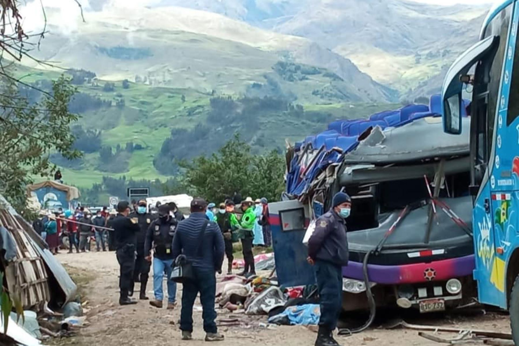 La Policía Nacional y personal de salud de Sihuas, Parobamba y Pomabamba siguen trabajando en la emergencia, el traslado de heridos e identificación de las víctimas mortales. Foto: ANDINA/Difusión