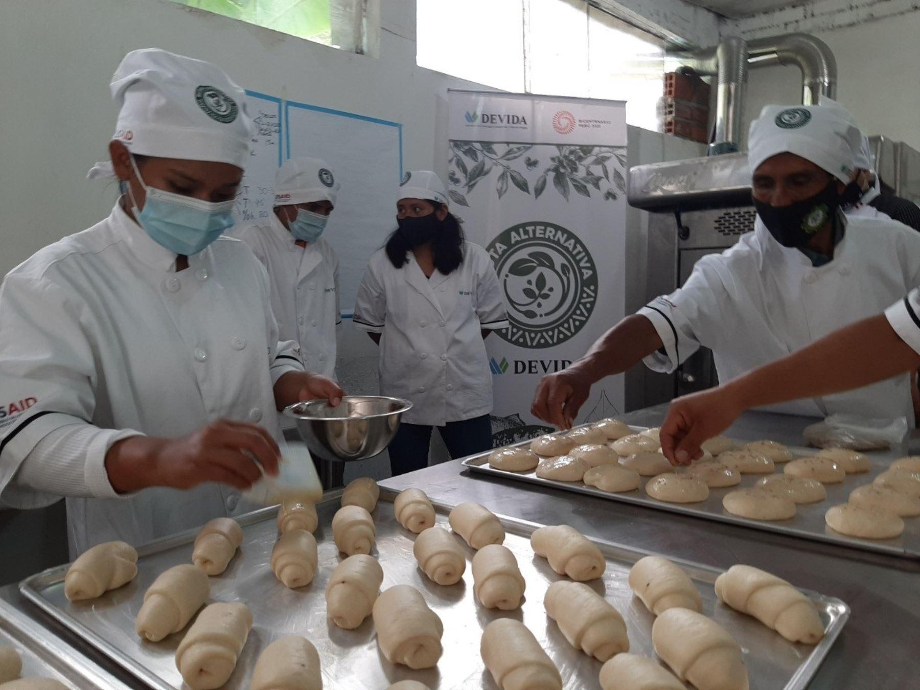 Agricultores de la provincia de Sandia, en Puno, innovan con deliciosos panes de café, naranja, piña y plátano para generarse nuevos ingresos. ANDINA/Difusión