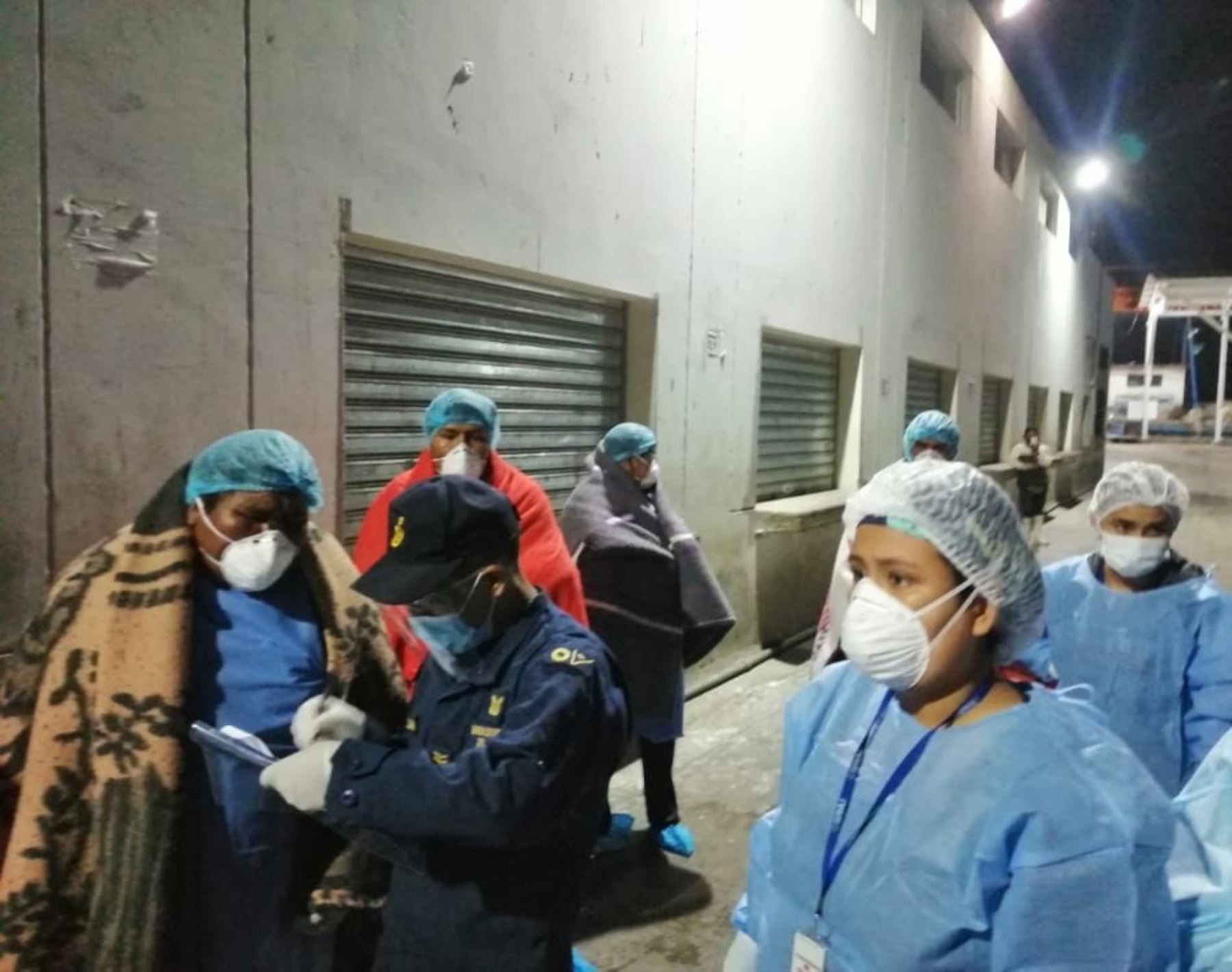 Patrullera de la Marina de Guerra del Perú rescató anoche a seis tripulantes de una embarcación pesquera que sufrió un accidente en alta mar, cerca de la bahía del puerto de Ilo, en Moquegua. ANDINA/Difusión