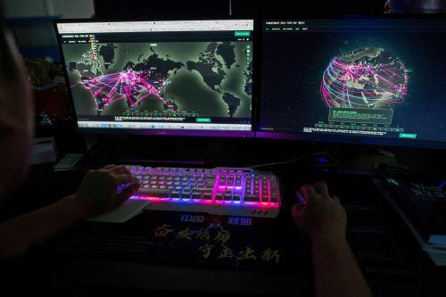 En el ejercicio participan unos 5,000 sistemas virtualizados que son objeto de más de 4.000 ataques, precisó la OTAN. Foto: AFP.