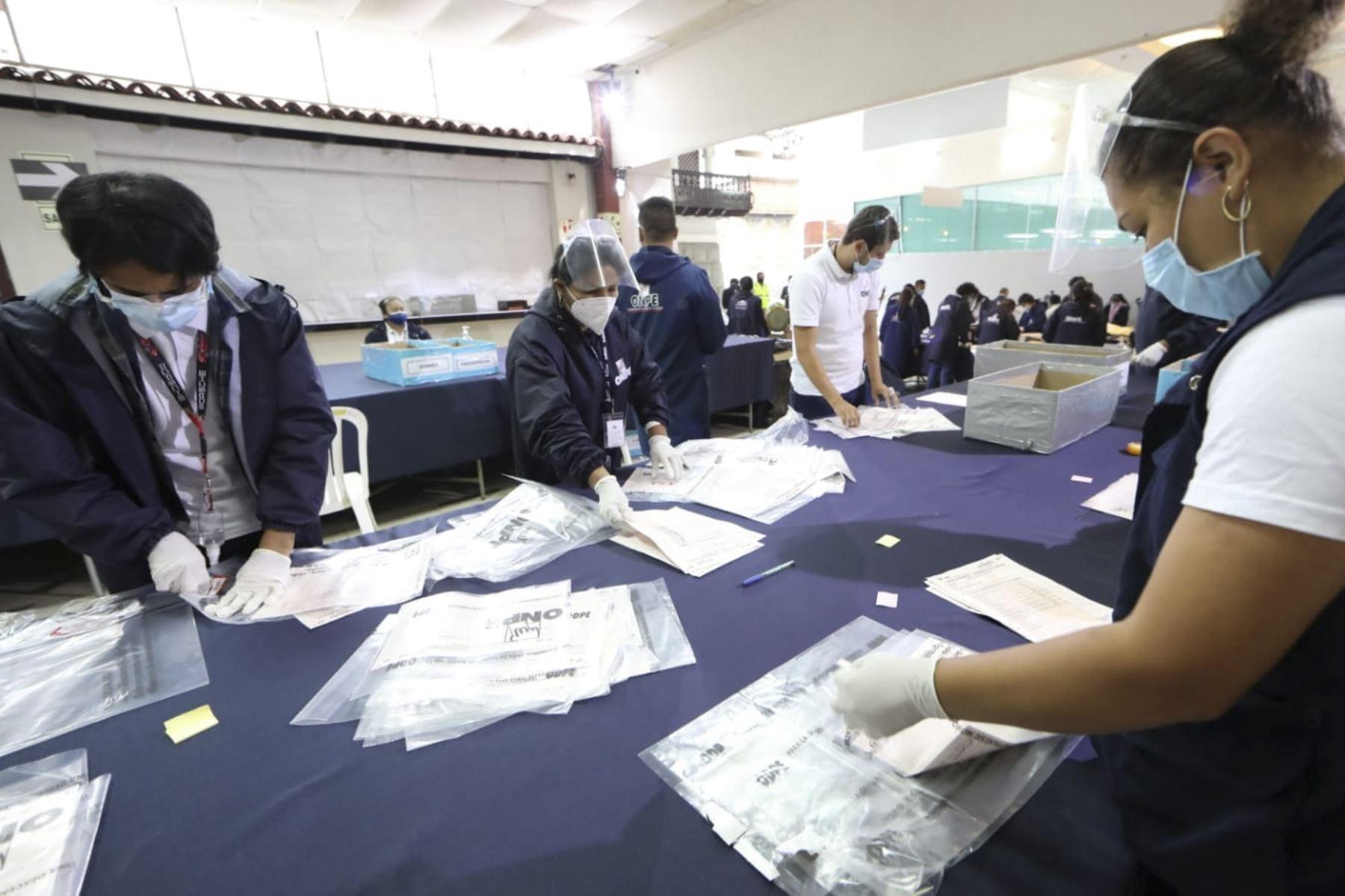 La Oficina Descentralizada de Procesos Electorales Lima Centro 1, en el distrito de Jesús María, continúa recibiendo actas electorales provenientes del extranjero de las Elecciones Generales 2021. Foto: Difusión