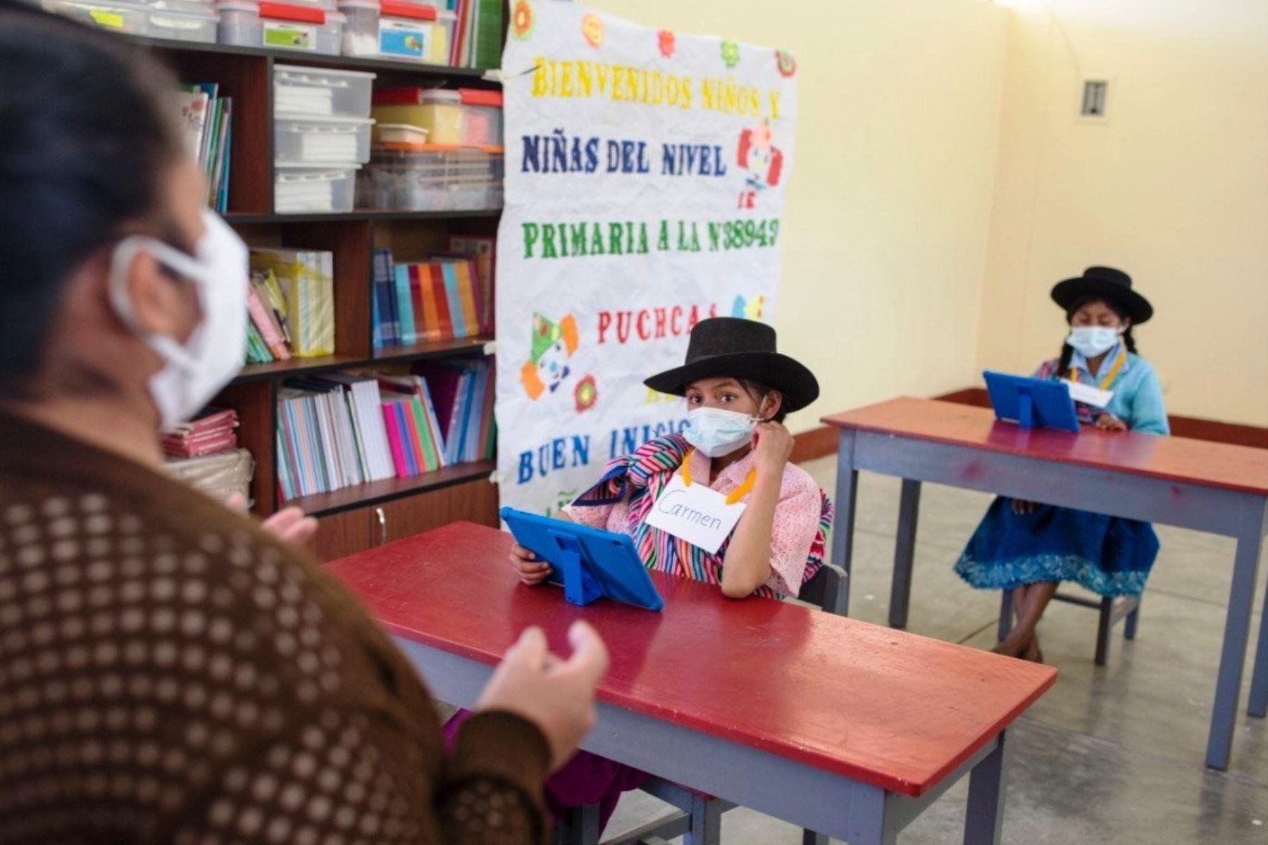 Más de 25,000 colegios se encuentran habilitados para el retorno a clases semipresenciales