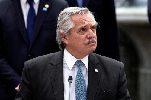 Presidente argentino retomará el jueves su actividad tras sufrir covid-19.