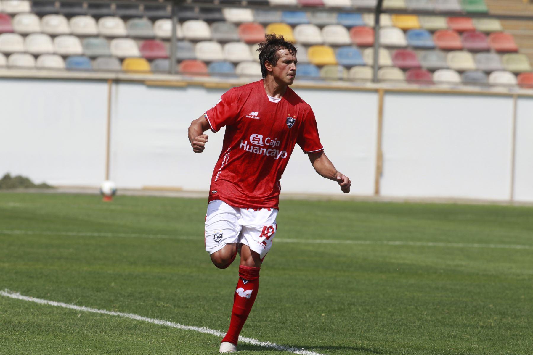 Juan Romagnoli del Cienciano celebra luego de anotar un tanto ante Deportivo Cantolao por la Liga 1.  Foto: ANDINA/Liga1