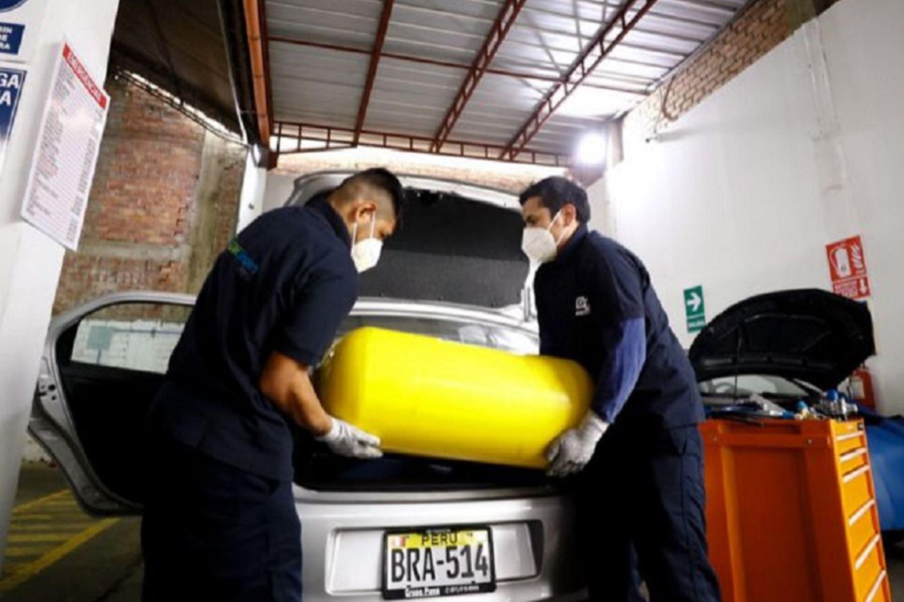 Conversión de un auto a gas natural. Foto: cortesía.