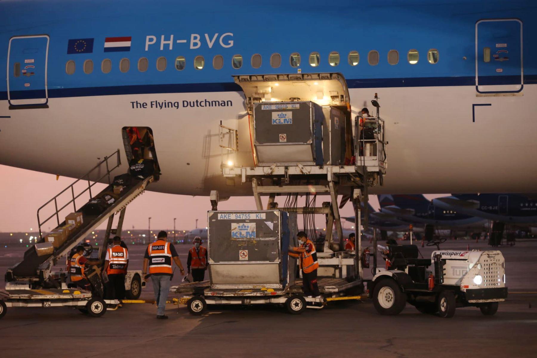Un avión de KLM llega a Lima con 200,700 dosis de vacunas contra el covid-19. ANDINA/Difusión