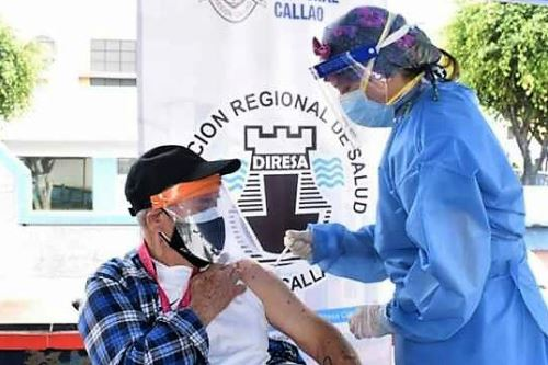 Vacunación de adultos mayores contra el covid-19 en el Callao. Foto: ANDINA/Difusión