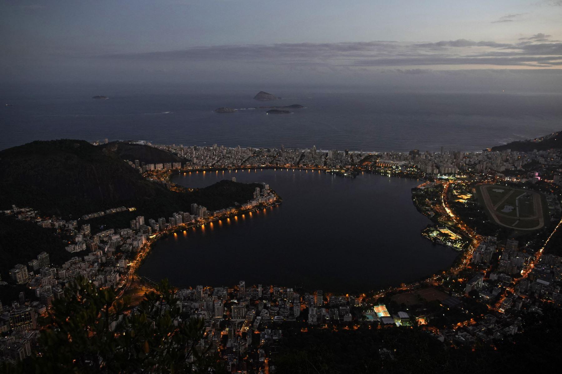Vista aérea del lago Rodrigo de Freitas visto desde la montaña Corcovado en Río de Janeiro, Brasil. Foto: AFP