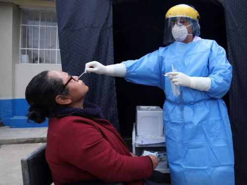 Presencia de nuevas variantes de covid-19 propician el incremento de contagios de coronavirus en la región Junín, afirmó la Diresa. Foto: Pedro Tinoco