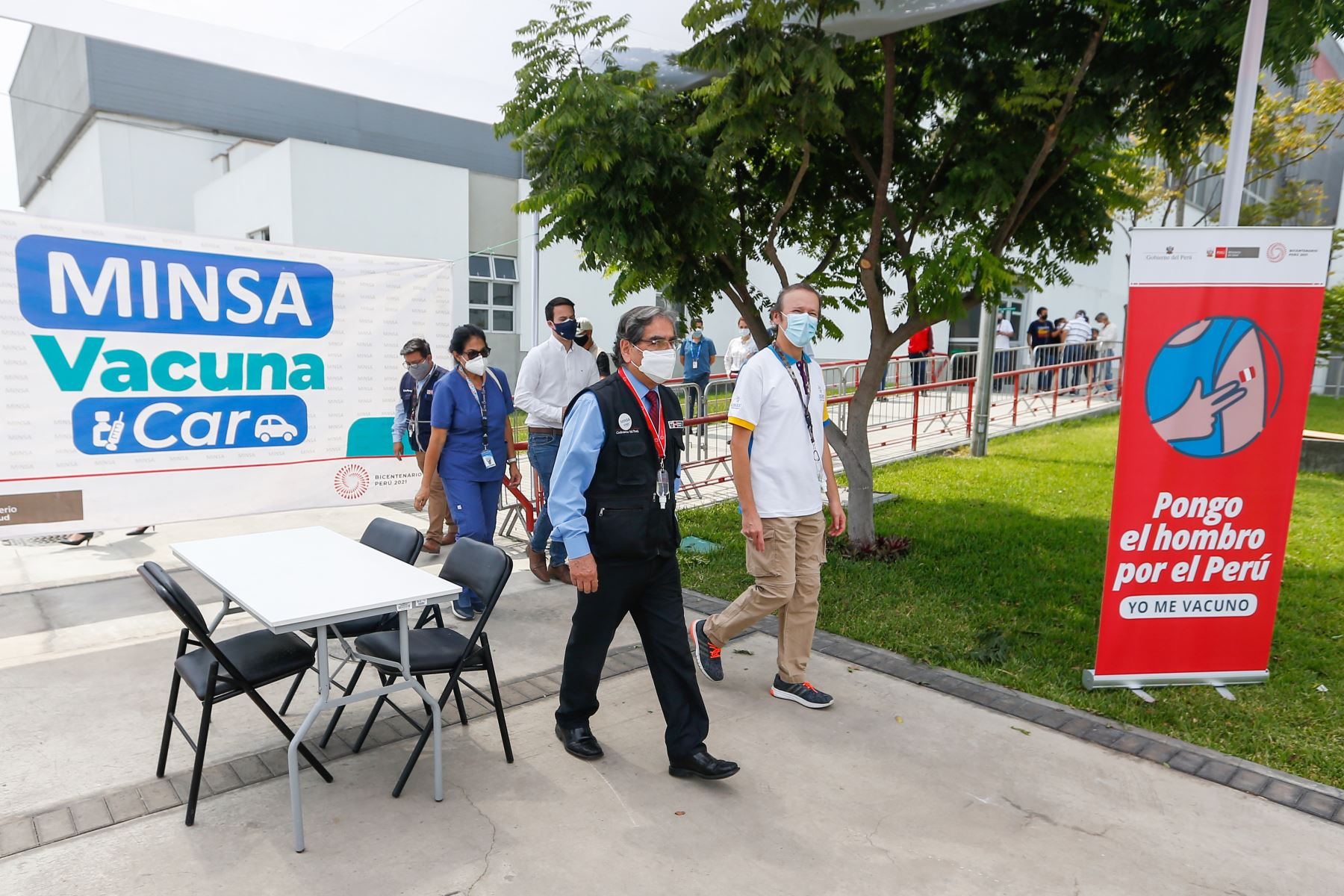 Ministro de Salud Óscar Ugarte inspecciona el espacio donde se prestará el servicio de VACUNACAR en la Videna. Foto:ANDINA/Minsa