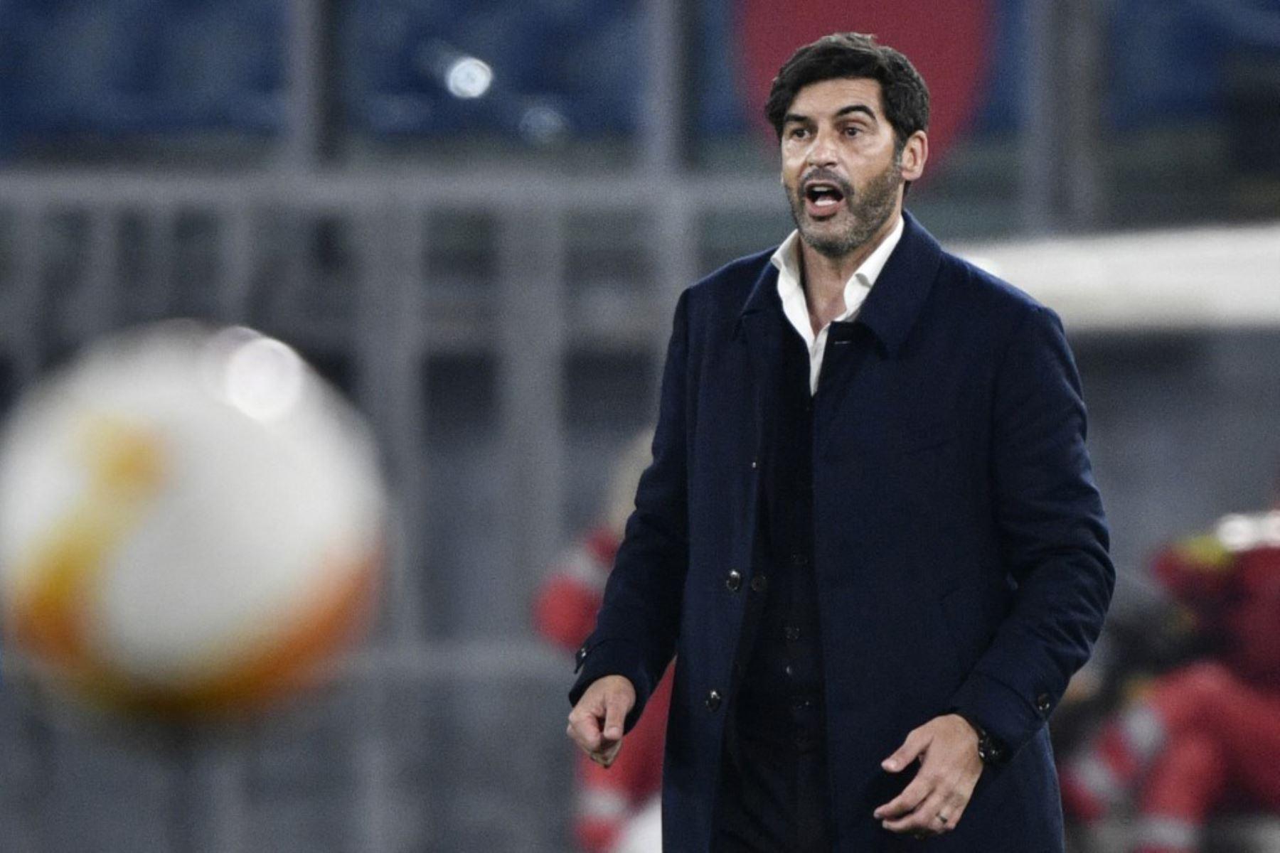 El entrenador portugués de la Roma, Paulo Fonseca, reacciona durante los cuartos de final de la UEFA Europa League, el segundo partido de fútbol AS Roma vs Ajax Amsterdam.  Foto:AFP