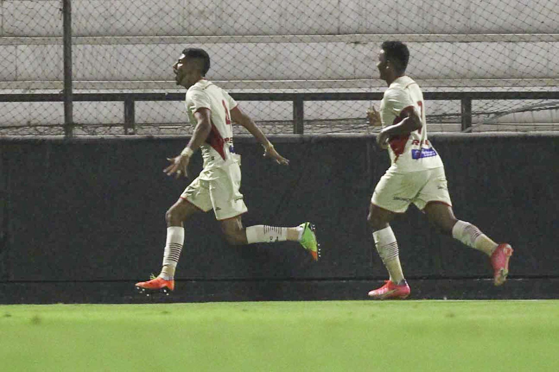 Gerardo Gordillo de UTC celebra tras anotar a Melgar  durante partido por la cuarta fecha de la Liga 1, en el estadio Iván Elias Moreno. Foto: Liga 1