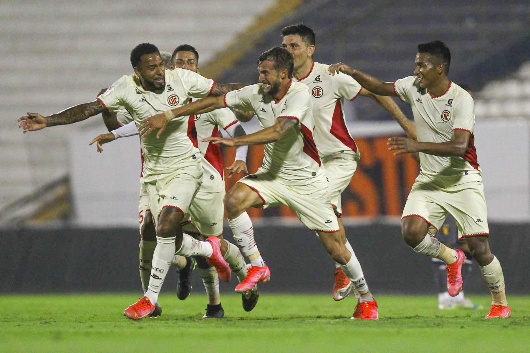 Gaspar Gentile de UTC celebra junto a sus compañeros tras marcar ante Melgar durante partido por la cuarta fecha de la Liga 1, en el estadio Iván Elías Moreno. Foto: Liga 1