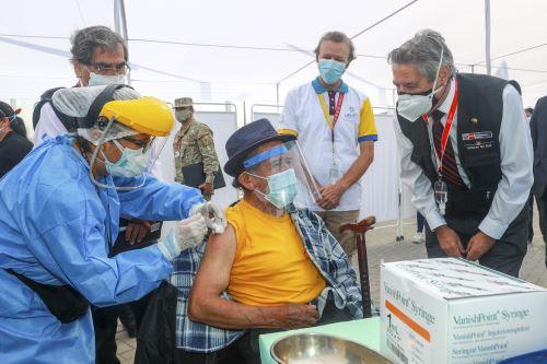 Presidente Sagasti supervisa inicio de nuevo Plan de Vacunación contra la covid-19