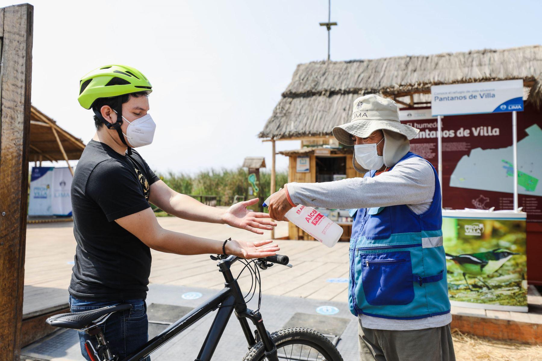 Pantanos de Villa son visitados por ciclistas quienes pasan por todos los protocolos de seguridad antes de ingresar. Foto: MML
