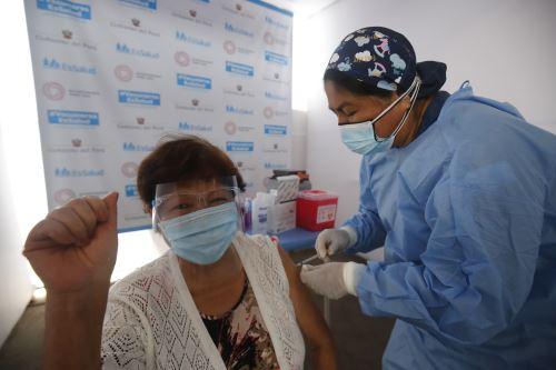 Inicia plan de vacunación masiva contra el nuevo coronavirus en el Parque de Las Leyendas