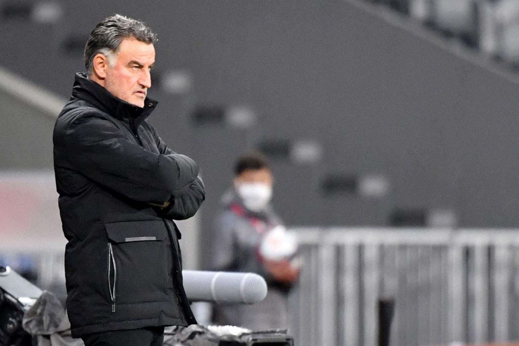 El entrenador francés de Lille, Christophe Galtier, se encuentra en la sidleine durante el partido de fútbol francés L1 entre Lille LOSC y Montpellier Herault SC en el estadio Pierre-Mauroy en Villeneuve-d
