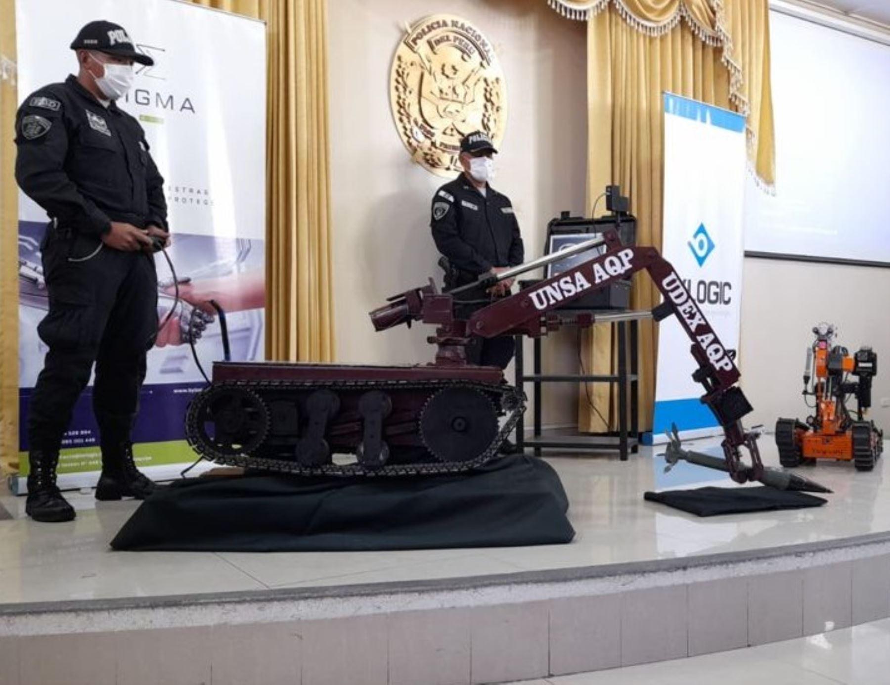 Investigadores de la Universidad Nacional de San Agustín de Arequipa desarrollan un prototipo de robot desactivador de explosivos que ayudará a la labor de la Policía Nacional. ANDINA/Difusión