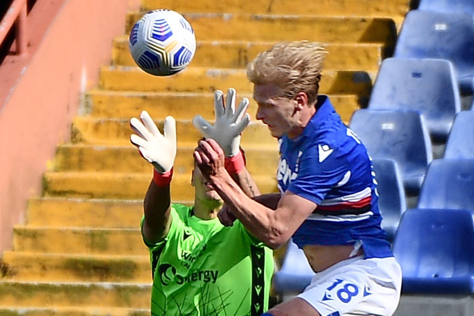 Morten Thorsby de la Sampdoria anota el gol de 3-1 durante el partido de fútbol de la Serie A italiana entre UC Sampdoria vs Hellas Verona FC. Foto: EFE