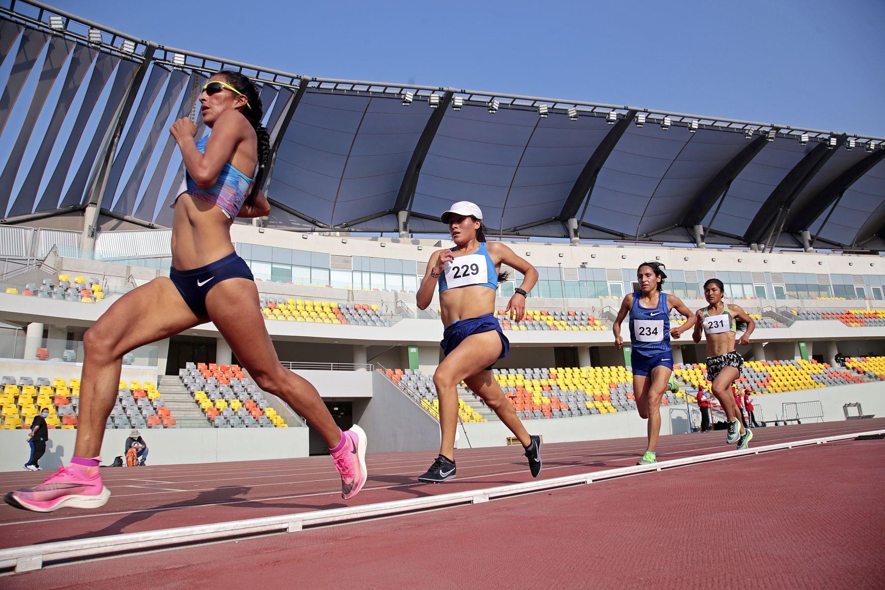 Hoy se desarrolló el Tercer Control Preparatorio de Atletismo en la Videna. Participaron Gladys Tejeda, quién resaltó el mantenimiento del Estadio Atlético, y Christian Pacheco, ambos clasificados a Tokio 2020. Foto: LEGADO