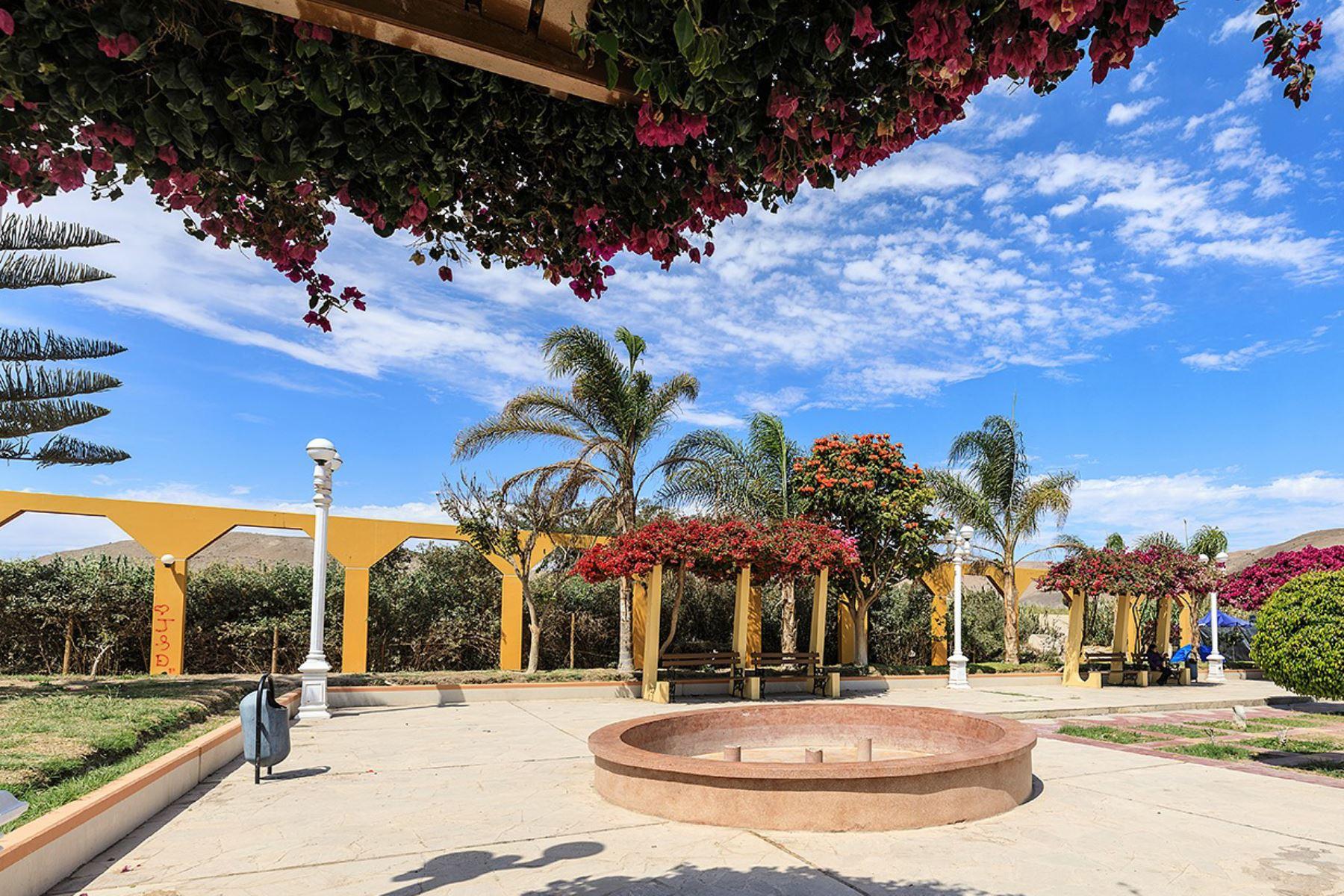 Plaza del distrito de Locumba, en la provincia tacneña de Jorge Basadre. Foto: ANDINA/Difusión