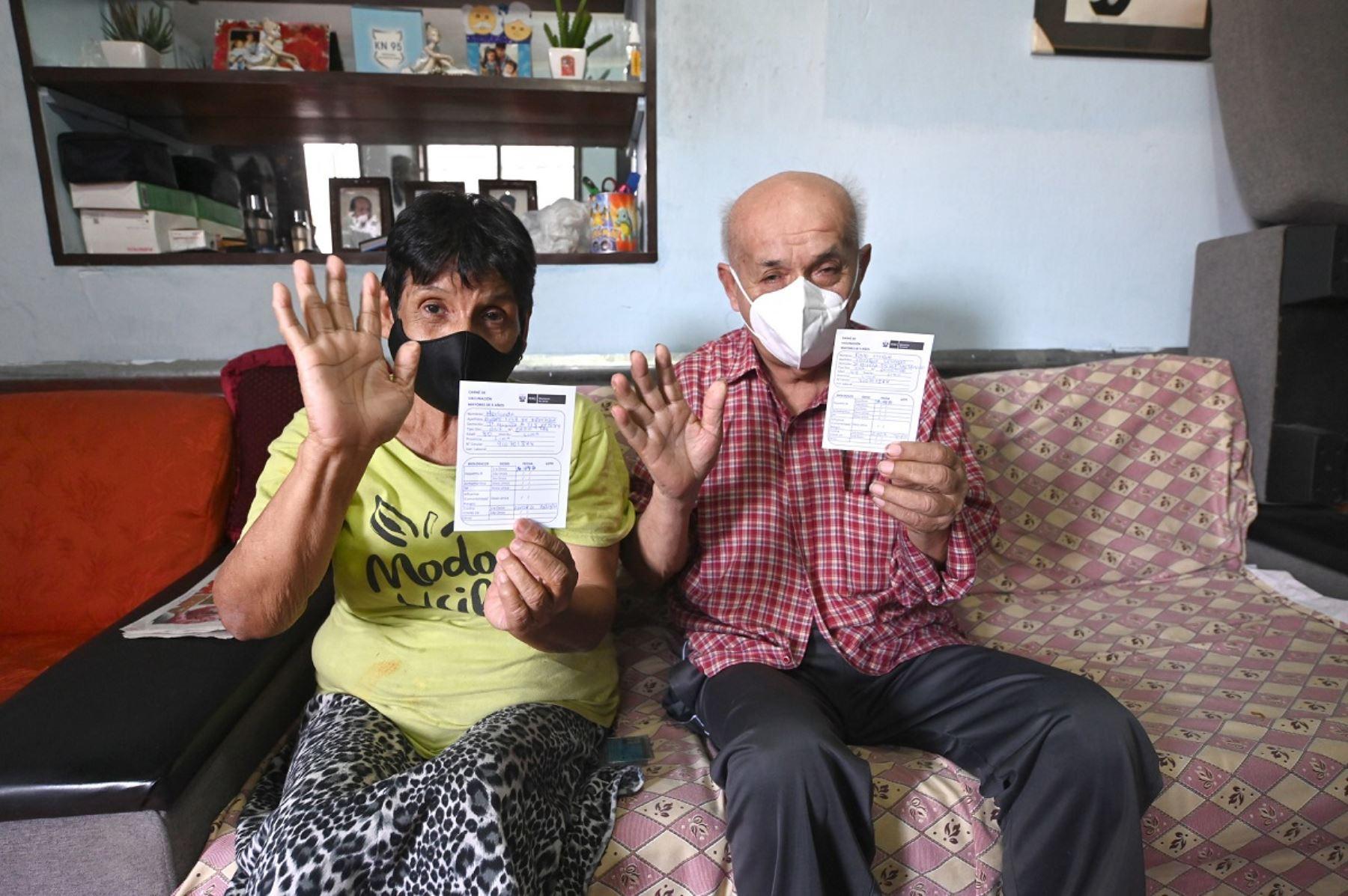 El equipo de Sisol Salud de la Municipalidad de Lima se sumó a la estrategia nacional de vacunación contra el covid-19 de personas mayores de 80 años que viven en el Cercado