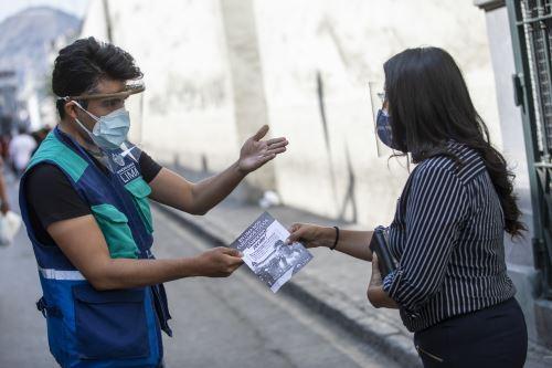 Municipalidad de Lima supervisa el correcto uso de protectores faciales en conglomerados y mercados