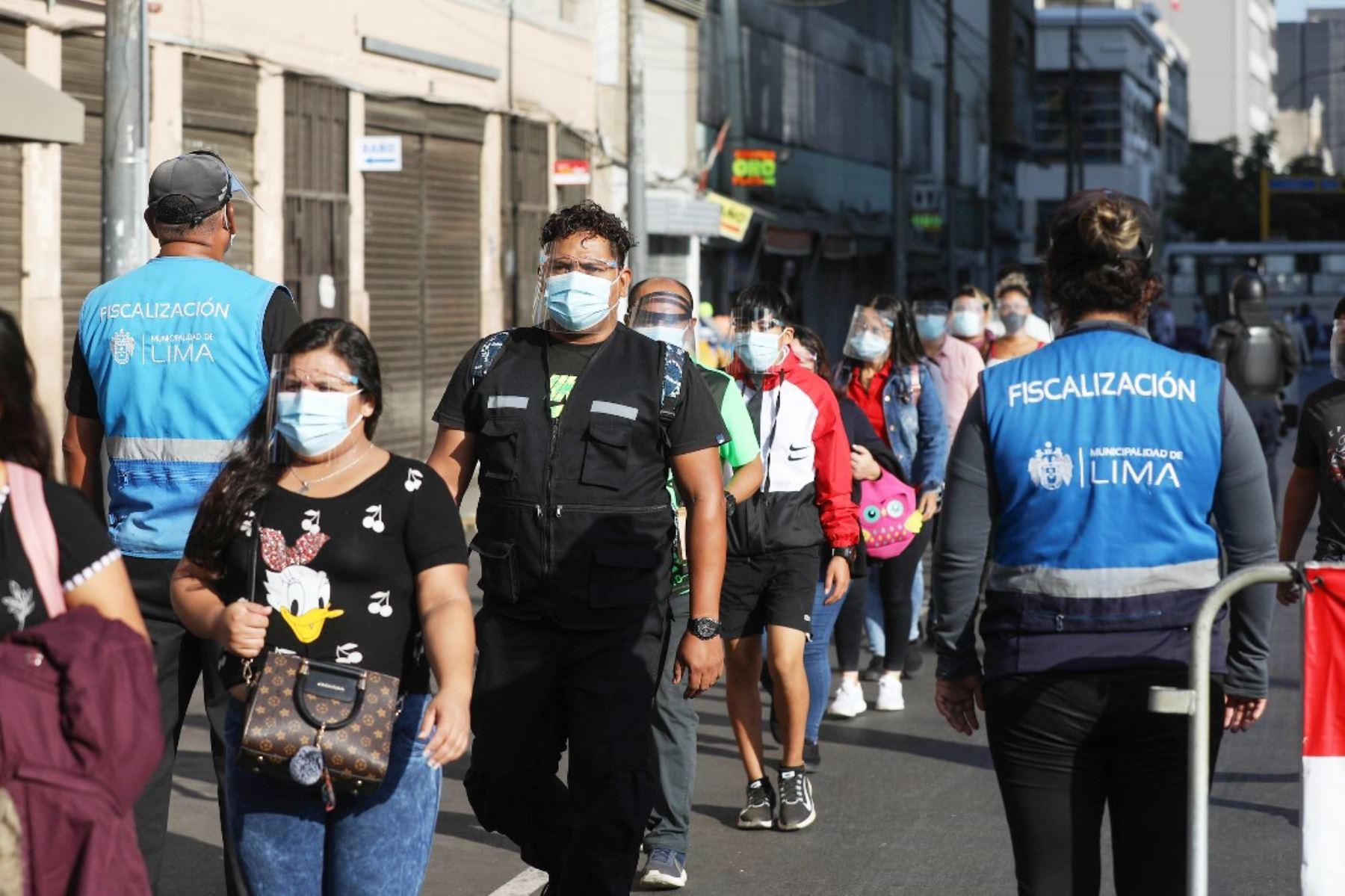 Municipio de Lima supervisa uso de protector facial en conglomerados comerciales. Foto: ANDINA/difusión.