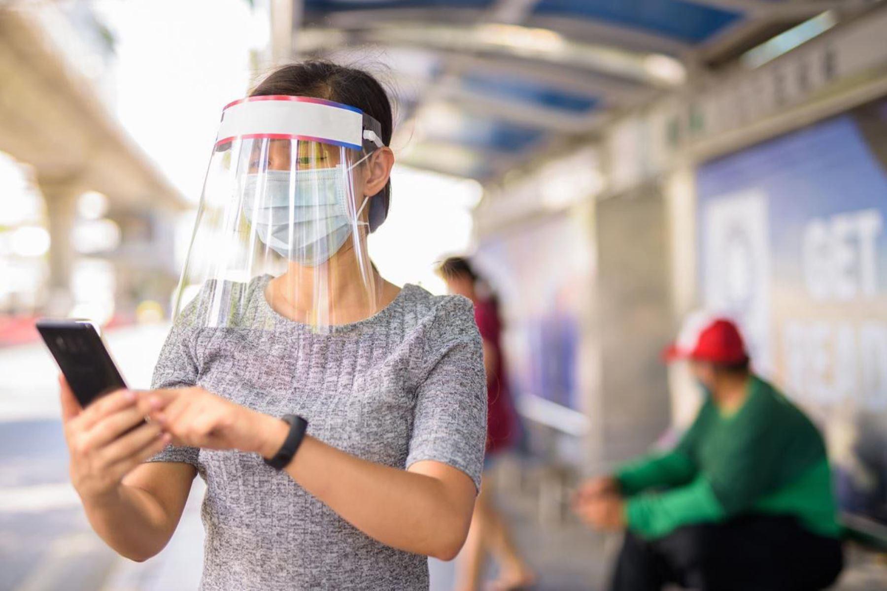 Los requisitos de calidad que deben cumplir los escudos de protección facial están contenidos en la especificación disponible peruana 101:2020. Foto: ANDINA/Inacal