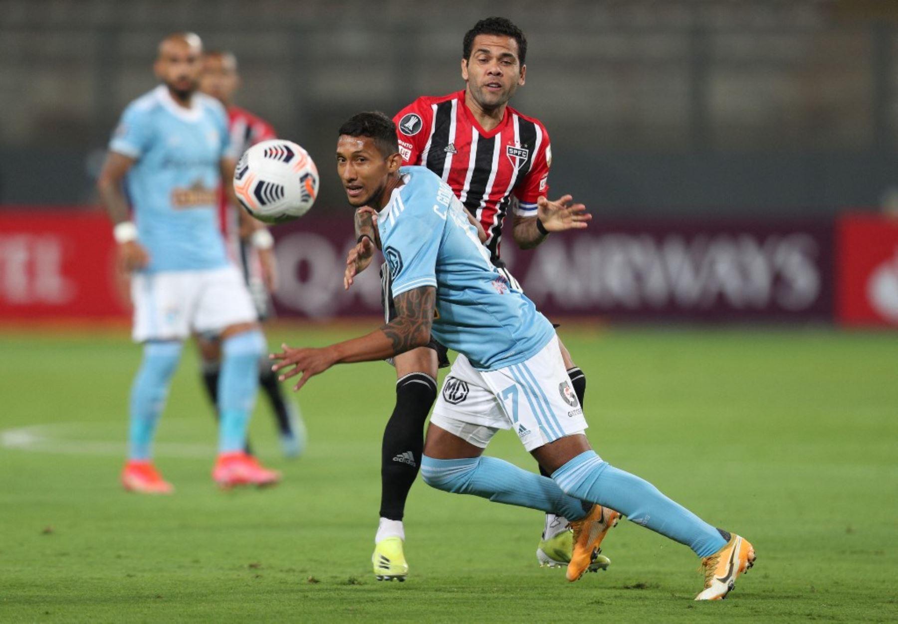 Cristal y Sao Paulo juegan en el Estadio Nacional por la primera fecha del Grupo E de la Copa Libertadores