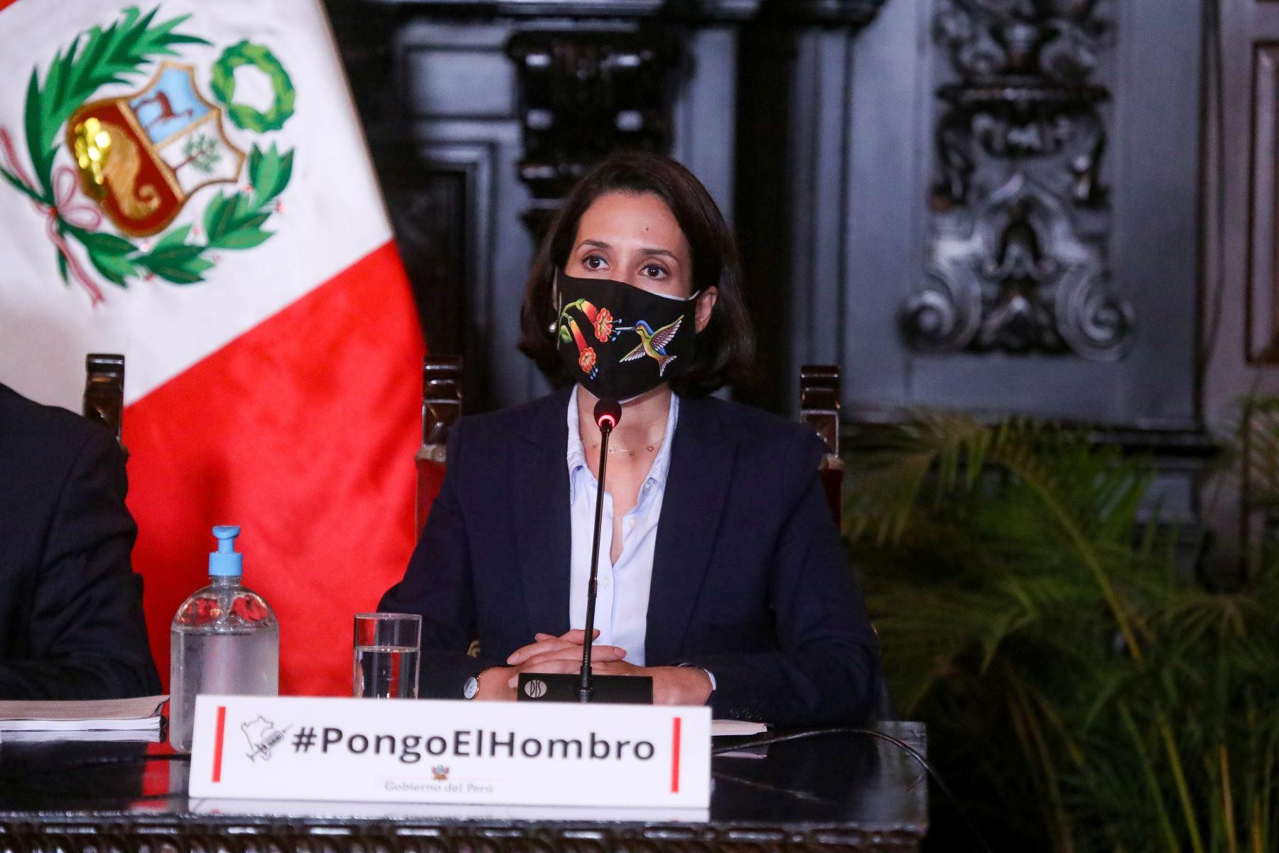 La Ministra de Comercio Exterior, Claudio Cornejo, brinda nuevos reportes y acciones realizadas para hacer frente a la pandemia de la covid-19. Foto: ANDINA / PCM