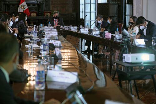 Presidente  Sagasti se reúne con los integrantes de la Comisión Especial de Seguimiento a Emergencias y Gestión de Riesgos de Desastres covid-19 del Congreso