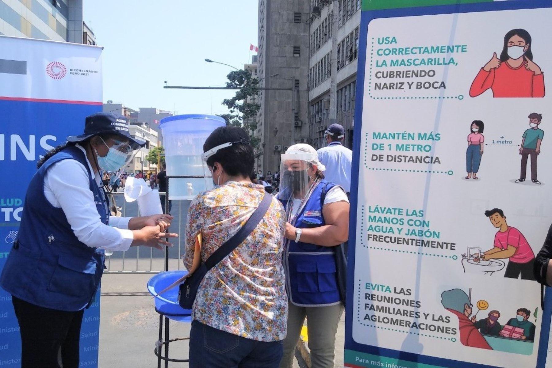 Minsa verifica uso obligatorio de protector facial en el Mercado Central. Foto: ANDINA/Difusión.